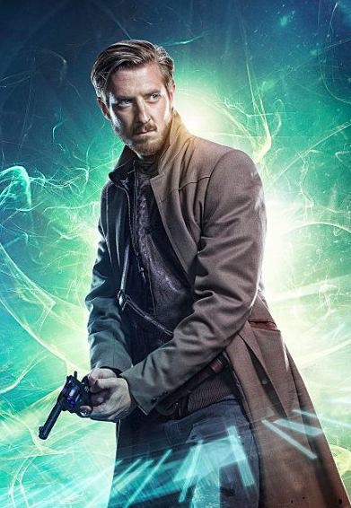 The dashing Arthur Darvill as Rip Hunter. Doesn't he look fabulous in his duster?
